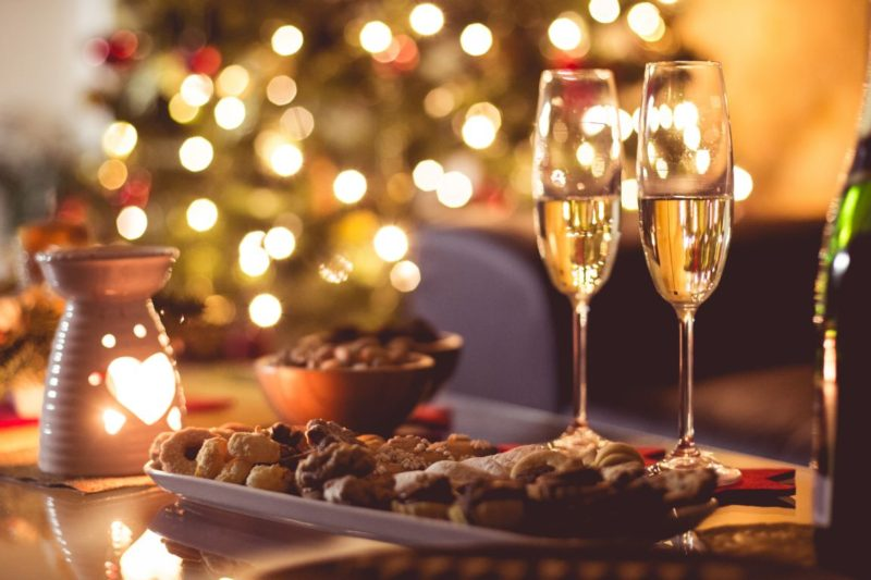 new-years-eve-champagne-party-happy-new-year-picjumbo-com